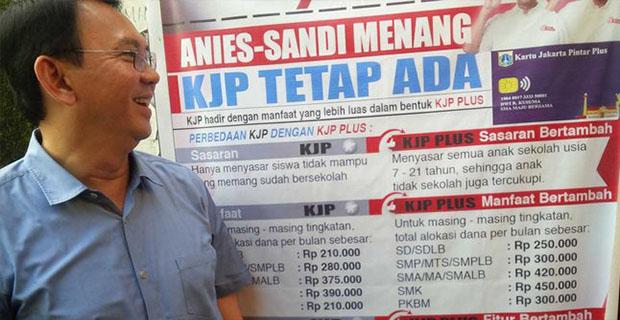Ahok Tertawa dan Geleng-geleng Melihat Spanduk KJP Plus Anies-Sandi