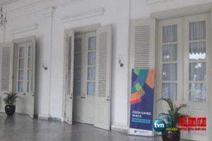 Dipasangi gorden putih, ruang tamu pendopo Balai Kota DKI jadi remang-remang