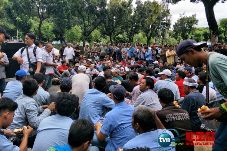Jeritan hari sopir angkot yang kerap mendapatkan makian dari para petugas Dishub DKI Jakarta