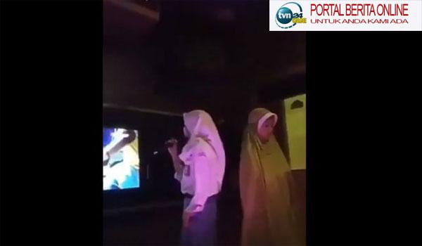 Wow! Temannya Asyik Bernyanyi, Pelajar Ini Khusyuk Sholat di Ruang Karaoke